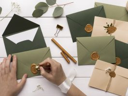 How and when to deliver wedding invitations?